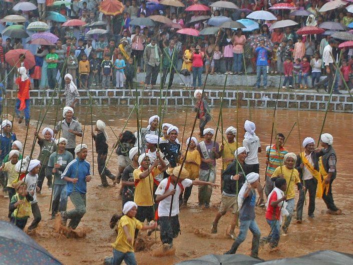 Auspicious Rains, Behdienkhlam